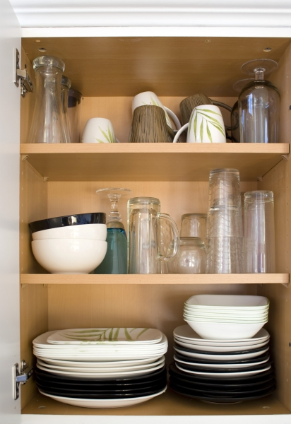 289695-dishes-in-the-cupboard